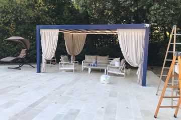 Gazebo Flat Small con tendaggi decorativi